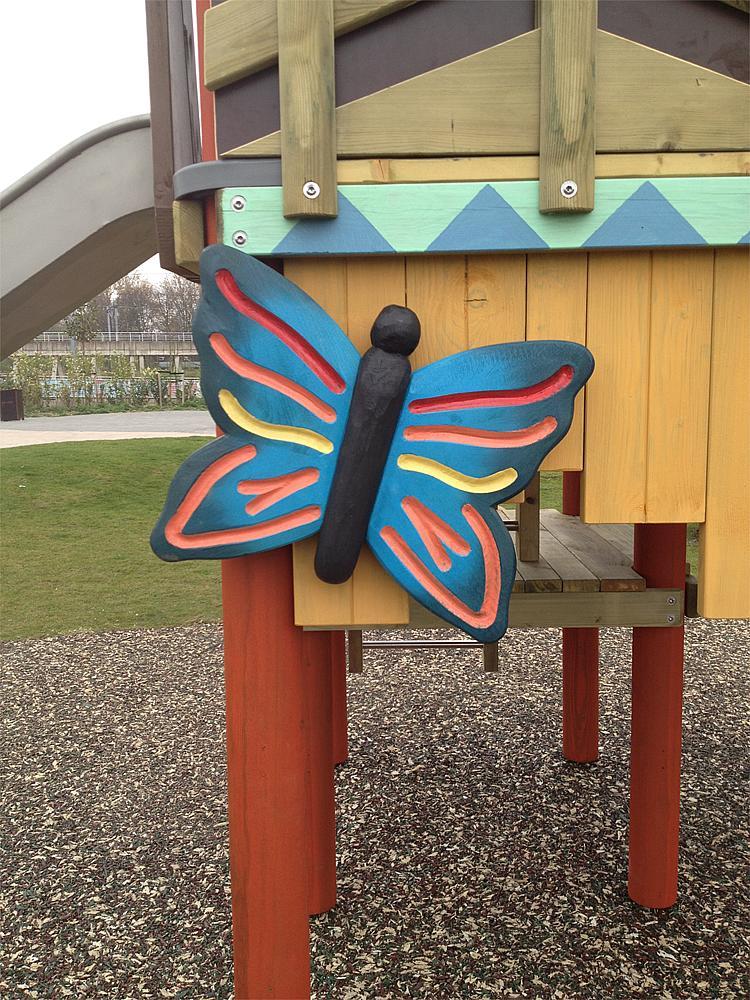Schnitzfigur Schmetterling Manu